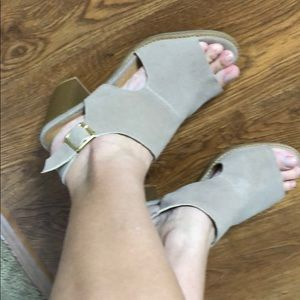 Women old navy sandals